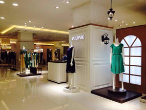 A-LINE阿莱女装店面展示