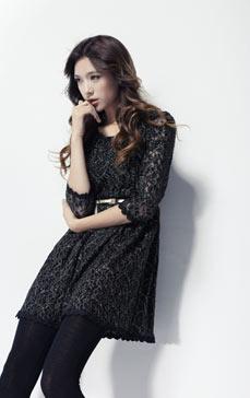 蕾丝雕花连衣裙